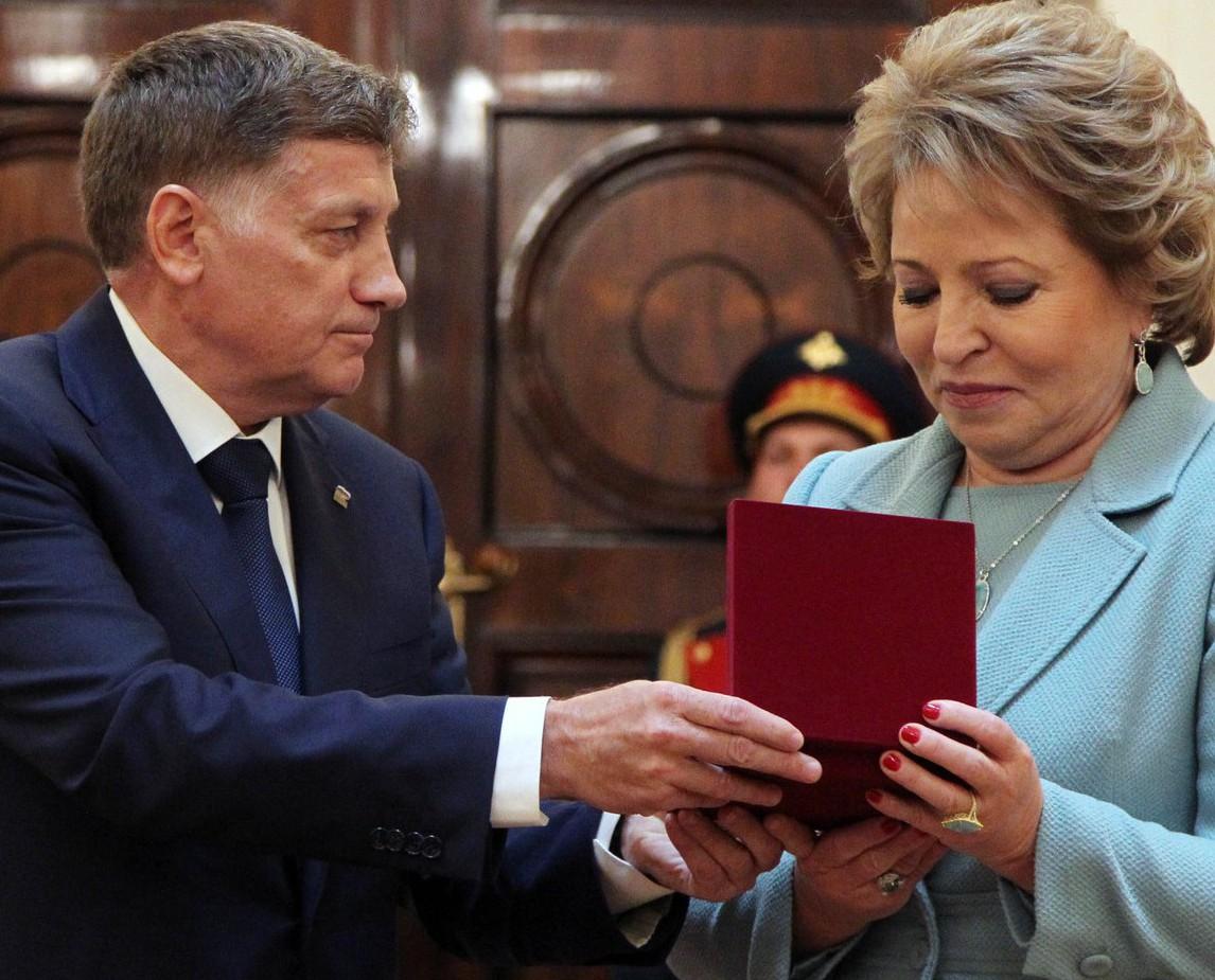 Матвиенко обсудила с Макаровым, как единороссы пойдут на выборы в ЗакС