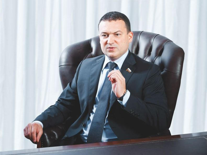 Брат главы ГК «Город», депутат ГД Роман Ванчугов: за обвинеями нашей семьи в жестоком убийстве могут стоять Смольный и МВД