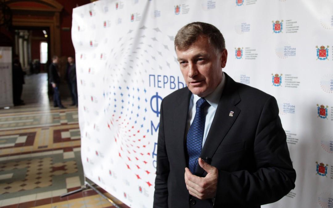 Вячеслав Макаров не смог ответить на вопросы Даниила Кена